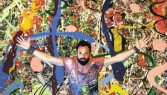 ?? Picture: Francois Nel/Getty Images ?? British artist Sacha Jafri with his work, 'The Journey of Humanity', the world's largest canvas, which has been sold for $62m in Dubai.