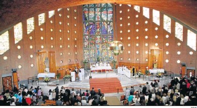 ?? RTVE ?? Un templo madrileño durante la celebración de la Eucaristía en 'El día del Señor'.