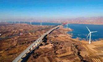 ??  ?? 河北怀来京张高铁官厅水库特大桥