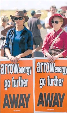 ?? PHOTO: KEVIN FARMER ?? LOUD AND CLEAR: Voicing their concerns over the proposed Arrow Energy Surat Gas Project are (left) Jacquelyn and Mikaela Pfeffer.