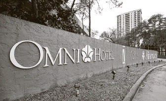 ?? Karen Warren / Staff photographer ?? Dallas-based Omni Hotels & Resorts and its affiliated companies received $68 million in low-interest loans from the Paycheck Protection Program before a cap was imposed.