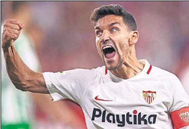 ??  ?? Jesús Navas grita de rabia durante uno de los partidos del Sevilla esta temporada.