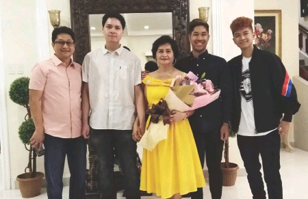 ??  ?? RICHARD Torres of FEDEX USA with Edward Bernardo, their Mom Terry Torres and grandsons Jason and Kevin