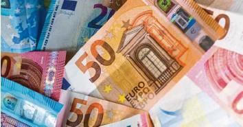 ?? Foto: dpa ?? Der Rekordhaushalt des Bundes für 2021 steht – mit neuen Schulden von 180 Milliarden Euro.