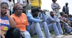 ?? TIMOTHY BERNARD ?? ANGRY protesters from Comet Village on the East Rand line the streets in this file picture, in protest against lack of service delivery and the rise in joblessness since the mine closed. The ISI has warned that unemployment could rise above 40 percent by 2023. | African News Agency (ANA)