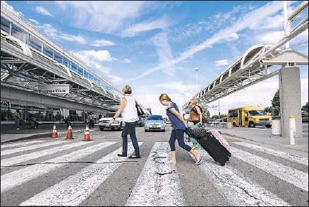 ?? Irfan Khan Los Angeles Times ?? TRAVELERS ARRIVE at the Ontario airport, which has lost more than a third of its passengers since 2007. To get control, Ontario has agreed to pay Los Angeles $190 million over 10 years, assume $59.5 million in debt and provide job protection for 182...