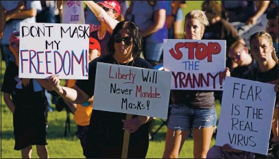 "?? RICK BO MER — ASSOCIATED PRESS FILE ?? People guther during u ""Trush Your Musk Protest"" rully hosted by the Utuh Business Revivul ut the Utuh Stute Cupitol in Sult luke City in September of 2020. Psychology experts offer severul suggestion­s for tulking to friends und fumily who believe conspirucy theories ubout COsID-19. Insteud of lecturing or mocking, listen und usk them why they believe whut they believe."