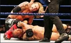 ?? GETTY IMAGES ?? Then-champion Edge lands a blow on foe Batista in Australia in 2008.