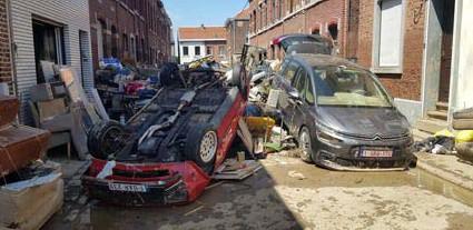 ?? FOTO RR ?? In de Luikse deelgemeente Angleur moeten wagens in deze omstandigheden worden getakeld.