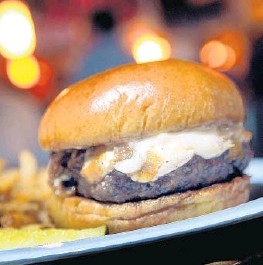 ?? FILE PHOTO ?? The River­walk Burger Battle re­turns Fri­day night to Fort Laud­erdale.