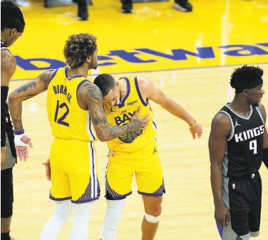 ?? Carlos Avila Gonzalez / The Chronicle ?? Kelly Oubre Jr. (left), Stephen Curry and the Warriors would be a draw the NBA covets in the playoffs.