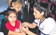 ??  ?? Desde el inicio de la pandemia la cobertura cayó un 10% en el país por lo que se insta a los padres a vacunar a sus hijos.