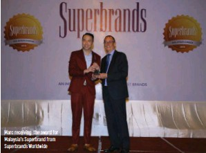 ??  ?? Marc receiving the award for Malaysia's Superbrand from Superbrands Worldwide