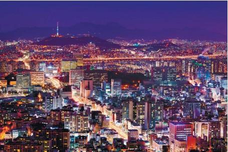 ??  ?? analyse Par Cecilia Bellora, économiste au CEPII (centre de recherche français dans le domaine de l'économie internationale). Photo ci-dessus : Séoul, capitale de la Corée du Sud, avec qui l'Union européenne a signé le plus ambitieux accord de...