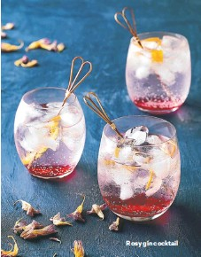 ??  ?? Rosy gin cocktail