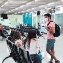 ??  ?? Viajeros deben hacerse la prueba de uno a tres días antes de viajar.