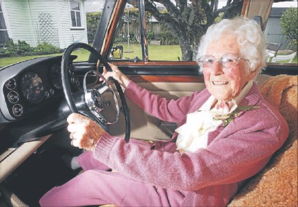 ??  ?? Lola de la Haye, 100, of New Plymouth, in her prized V8 Rover. The centenarian could be New Zealand's oldest driver.
