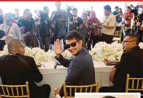 ?? PIX BY SYARAFIQ ABD SAMAD AND KHAIRUL AZHAR AHMAD ?? Actor and director Datuk Farid Kamil Zahari at a media conference in Setia Alam, Shah Alam, last Wednesday. (Inset) Farid Kamil leaving the Petaling Jaya magistrate's court yesterday.