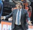 ?? FOTO: ANDREAS GORA/DPA ?? Bayern-Coach Andrea Trinchieri war über die Reaktion auf den Fehlstart zufrieden.