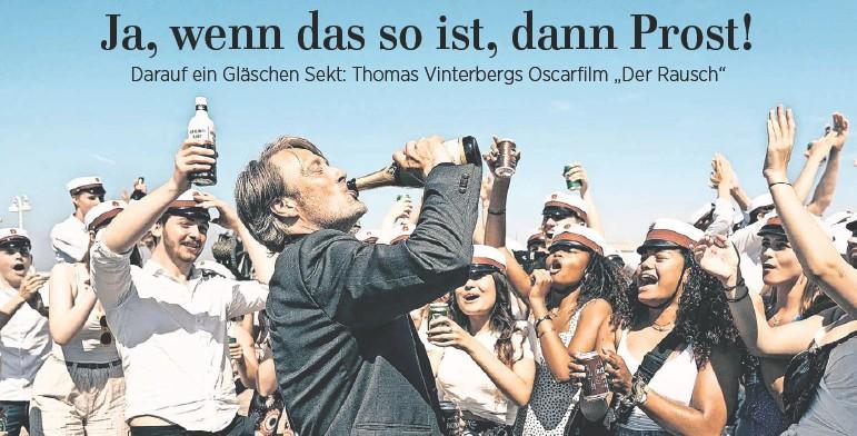 ?? FOTO: HENRIK OHSTEN/DPA ?? Ob Trinken wirklich glücklich macht? Lehrer Martin (Mads Mikkelsen) bekommt zumindest in dieser Szene Zuspruch.