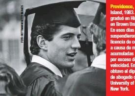 ??  ?? Island, 1983. Se graduó en Historia en Brown University. En esos días le suspendieron la licencia de conducir a causa de multas acumuladas por exceso de velocidad. En 1989 obtuvo el diploma de abogado de la University of New York.