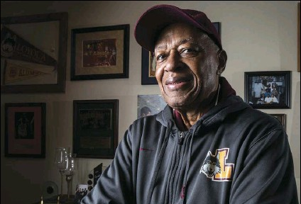 ?? ZBIGNIEW BZDAK/CHICAGO TRIBUNE VIA AP ?? Former Loyola NCAA college basketball star Jerry Harkness poses at his home in Indianapolis on March 7, 2018. Harkness, who led Loyola Chicago to a barrier-breaking national basketball championship and a was civil rights pioneer, has died. He was 81. The school announced Harkness passed away Tuesday morning.