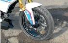 ??  ?? Inverted forks (41mm), Michelin Power Street radial tyre, cast alloy wheel, and well-fettled four-piston front disc caliper.
