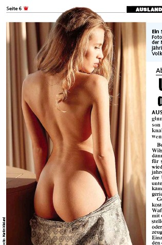 ??  ?? Ein Spiel S aus Licht und Schatten inszenierte ein Wiener Foto Fotograf auf der nackten Haut von Model Katia. Im Schein der M Morgensonne setzte der Fachmann die Kurven der 23jähri jährigen Blondine perfekt in Szene. Wie heißt es doch im Volk...