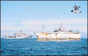 """?? AmandaMcErlich Royal New Zealand Navy ?? THE KUNDUN off New Zealand. It was suspected of holding $ 5 million worth of illicit """"Chilean sea bass."""""""
