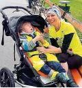 ??  ?? Johannes ( 4) mit seiner sportlichen Mama Petra.