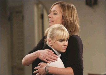 """??  ?? Anna Faris and Allison Janney in a scene from """"Mom"""""""