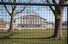 ?? Foto: Beat Mathys ?? Die alte Festhalle will Bernexpo durch einen Neubau ersetzen. Das Baugesuch soll im Herbst publiziert werden.