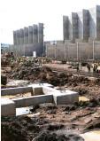 ??  ?? Betonfundamente und Wände mussten wegen Starkregens viel tiefer in die Erde eingelassen werden als geplant.