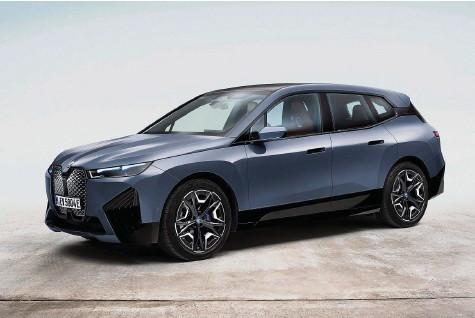 ?? Bild: BMW ?? Schlitzaugen und geblähte Nüstern: BMW macht sich mit dem iX im Segment der grossen Elektro-SUV breit.