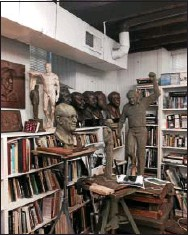 ?? 21ST CENTURY MEDIA PHOTO — JARREAU FREEMAN ?? Sculptor Zenos Frudakis, of Glenside, has more than 100 sculptures lining his studio, which is located in a 200-yearold carriage house on Mount Carmel Avenue.