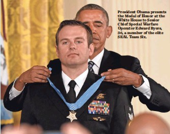 ?? JACK GRUBER, USA TODAY SPORTS ?? President Obama presents the Medal of Honor at the White House to Senior Chief Special Warfare Operator Edward Byers, 36, a member of the elite SEAL Team Six.