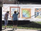 ?? GENE J. PUSKAR/AP ?? People look at art that is displayed on a fence surrounding the Tree of Life synagogue in Pittsburgh.