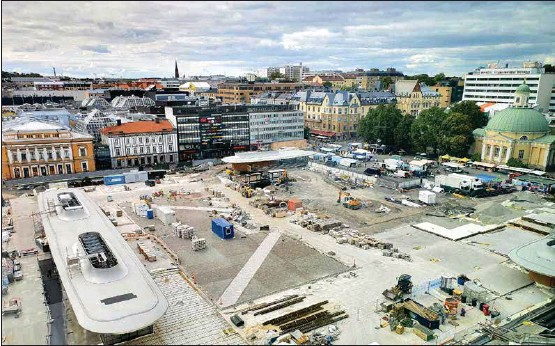 ?? ANJA KUUSISTO ?? SALUTORGET. Nuläget är att torghandeln pågår i den övre delen av torget, resten är en byggarbetsplats.