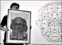 ?? Cortesía maac ?? • El diseñador multimedia Tito Torres experimenta con los diseños milenarios de la cultura Jambelí en su exposición.