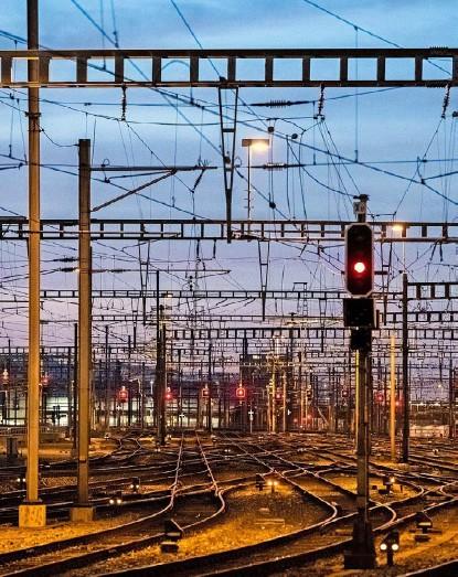 ?? Foto: Urs Jaudas ?? Die SBB werden für ihr Bahnnetz so gut wie sicher auch nach 2025 Atomstrom beziehen.