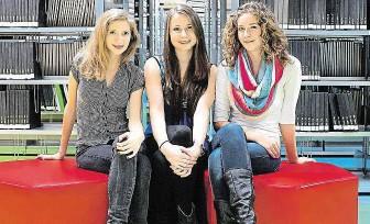 ?? Andrea Wagnerová, Alexandra Pavelková a Klára Zavadilová (zleva). FOTO NKC ?? Budoucí techničky.
