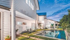 ??  ?? HOT PROPERTY: Homes at 7 Standring St, Toowong (above), 20 Lochaber St, Dutton Park (below left), and 24 Matthew Flinders Drive, Hollywell (below right), all sold at auction.