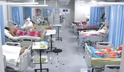 ??  ?? En el Hospital Nacional de Itauguá ayer solo quedaban cinco camas de terapia intensiva.