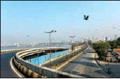 ?? PTI ?? Marine Drive wears a deserted look following restrictions imposed by the state government, amidst rising Covid-19 cases, in Mumbai