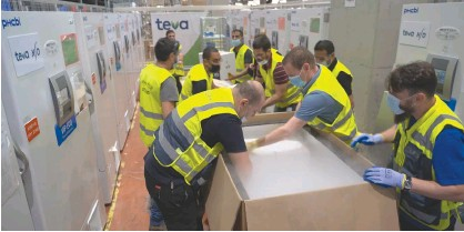 ?? (Alon Grego) ?? WORKERS PACK Pfizer vaccines for shipment to South Korea yesterday.