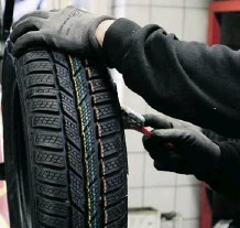 ?? Calgary Herald/Files ?? City council will debate Monday whether to make snow tires mandatory for Calgary motorists.