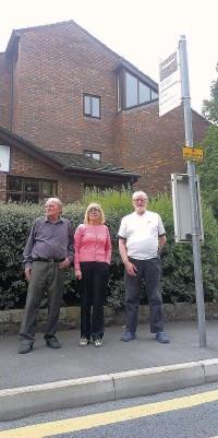 ??  ?? Residents Derek Metcalfe, Jacqueline Turner and Hugh McGowan at the Carlton Crescent bus stop