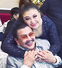 """??  ?? Glittering reunions took place at the party, including this moment between """"Ninong Erap""""—former president and now Manila Mayor Joseph Ejercito Estrada—and the Megastar Sharon Cuneta"""
