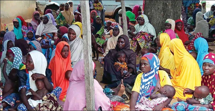 ??  ?? Cross section of mothers waiting to receive RUTF at Mani CMAM site