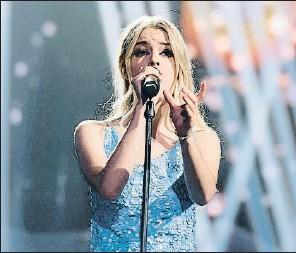 ??  ?? Nerea cantó la eurovisiva Quédate conmigo delante de Pastora Soler